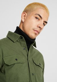 Knowledge Cotton Apparel - LONG SLEEVE MOLESKIN - Camicia - green forest - 3