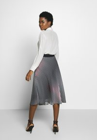 Betty & Co - A-line skirt - rosé/black - 2
