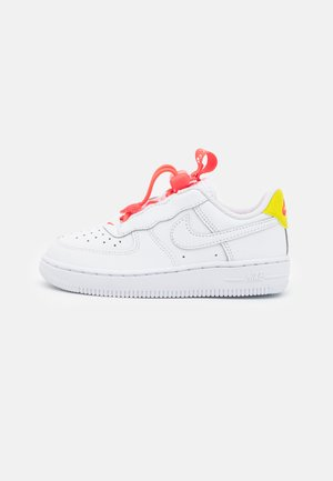 FORCE 1 TOGGLE UNISEX - Sneakers laag - white/bright crimson/high voltage
