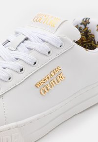 Versace Jeans Couture - Trainers - bianco - 6