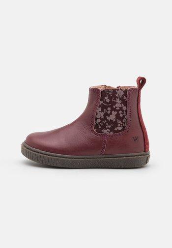INDY CHELSEA BOOTIE UNISEX - Winter boots - berry