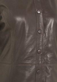 JUST FEMALE - FALL DRESS - Shirt dress - sparrow - 2