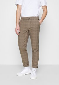Redefined Rebel - KING PANTS - Chino kalhoty - brown - 0
