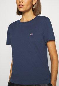 Tommy Jeans - REGULAR C NECK - Jednoduché triko - blue - 5