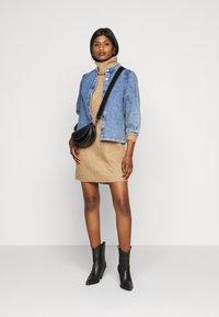 ONLY Petite - ONLJANA COWLNK DRESS - Pletené šaty - indian tan melange - 1