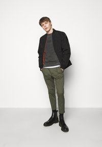 DRYKORN - CHASY - Chinos - mottled olive - 1