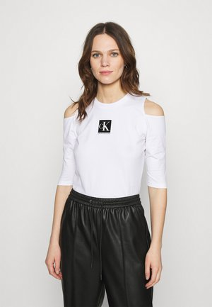 COLD SHOULDERS BOX LOGO TEE - Long sleeved top - bright white