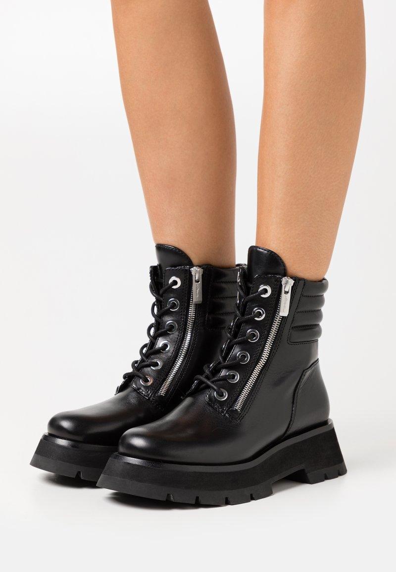 3.1 Phillip Lim - KATE LUG SOLE DOUBLE ZIP BOOT - Kotníkové boty na platformě - black