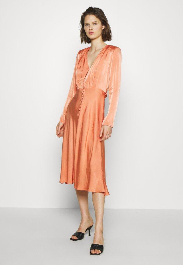 MERYL DRESS - Vestido camisero - orange