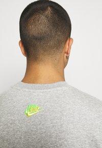 Nike Sportswear - Sweatshirt - grey heather - 3