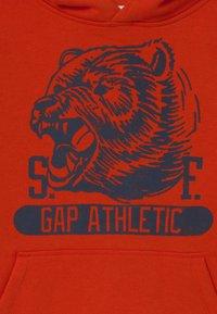 GAP - BOYS GREAT - Bluza z kapturem - grenadine orange - 2