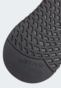 adidas Originals - U_PATH RUN SHOES - Skate shoes - red - 8