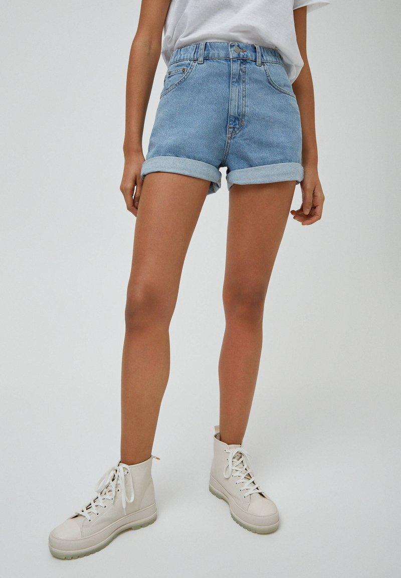 PULL&BEAR - Denim shorts - light blue