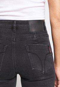 Miss Sixty - BETTIE CROPPED - Jeans Skinny Fit - black - 4