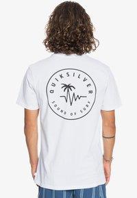 Quiksilver - FUTURE WAVES - Print T-shirt - white - 2