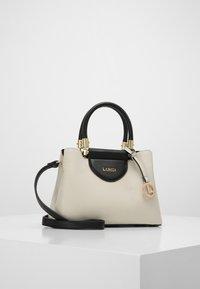 L. CREDI - HENKELTASCHE FABIOLA - Handbag - stone - 1