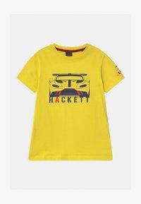 Hackett London - CAR - Triko spotiskem - yellow - 0