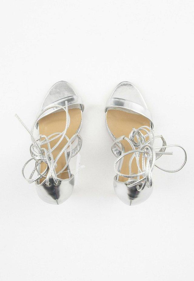 Sandalen met hoge hak - silver