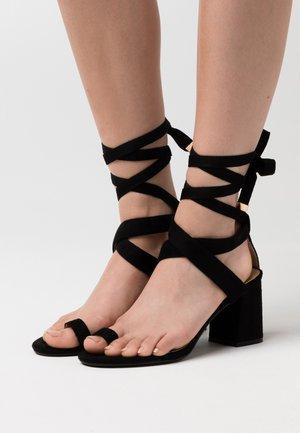 JAZMINE - Sandaalit nilkkaremmillä - black