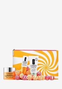 Clinique - SUPER DEFENSE VALUE SET - Skincare set - - - 2