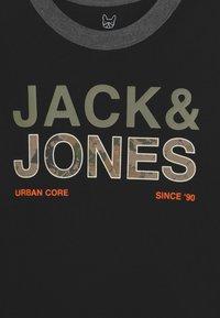 Jack & Jones Junior - JCOART CREWNECK 2 PACK  - Langærmede T-shirts - deep lichen green - 3