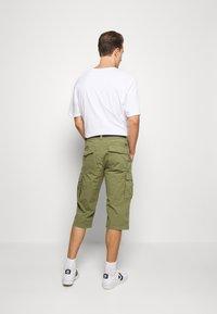 s.Oliver - BERMUDA BELT - Shorts - army green - 2
