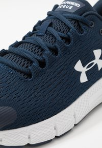 Under Armour - CHARGED  - Baskets basses - academy - 5