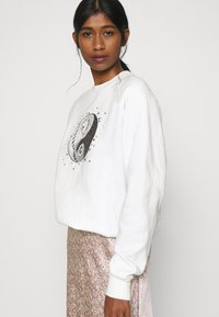 Topshop - MYSTICAL MOON  - Sudadera - off-white - 3