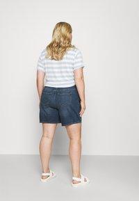 Noisy May Curve - NMLOTTIE SKATE  - Shorts di jeans - medium blue - 2