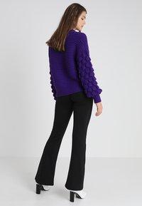 ONLY - ONLFEVER FLARED PANTS - Spodnie materiałowe - black - 2