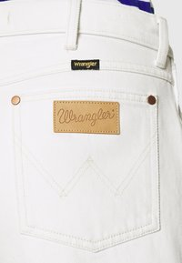 Wrangler - FESTIVAL  - Szorty jeansowe - white sand - 5