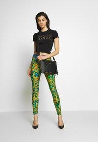 Versace Jeans Couture - LADY - T-shirt imprimé - black/gold - 1
