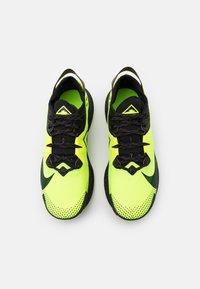 Nike Performance - PEGASUS TRAIL - Zapatillas de trail running - volt/black/baroque brown - 3