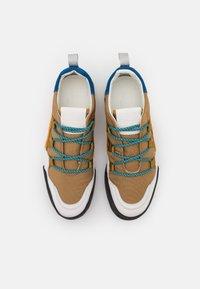 CLOSED - CHIRPY - Sneakersy niskie - golden brown - 4