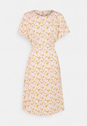 NUANOMA DRESS - Denní šaty - pink sand