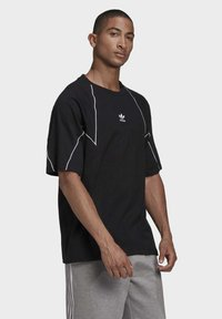 adidas Originals - Print T-shirt - black - 3