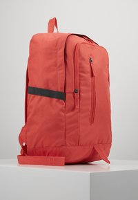 Nike Sportswear - Reppu - track red/dark smoke grey - 3