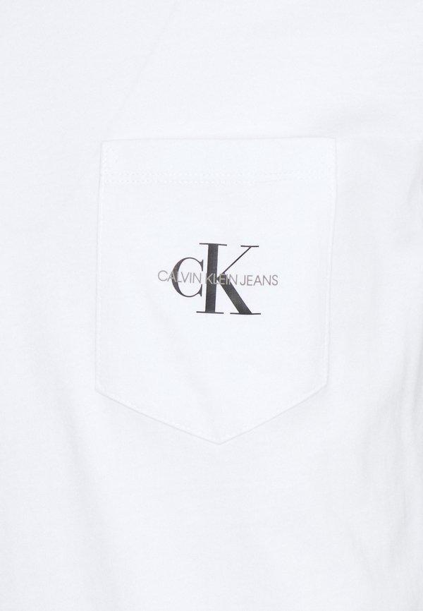 Calvin Klein Jeans MONOGRAM POCKET TEE - T-shirt z nadrukiem - bright white/biały Odzież Męska WDUS