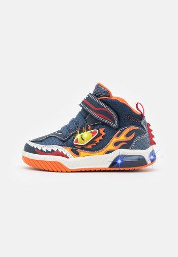 INEK BOY - Sneaker high - navy/orange