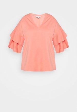 DROP SHOULDER - Print T-shirt - coral
