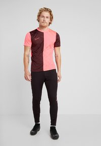 Nike Performance - DRY ACADEMY - Camiseta estampada - night maroon/racer pink - 1