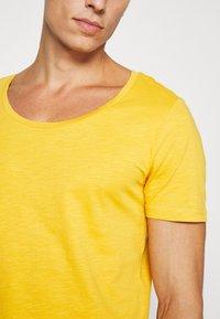 Pier One - T-shirt - bas - light yellow - 4