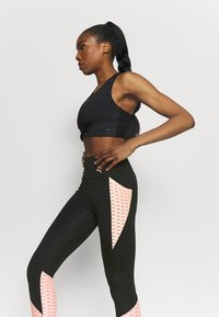 Puma - TRAIN FLAWLESS FOREVER HIGH WAIST 7/8 - Medias - black/elektro peach - 3