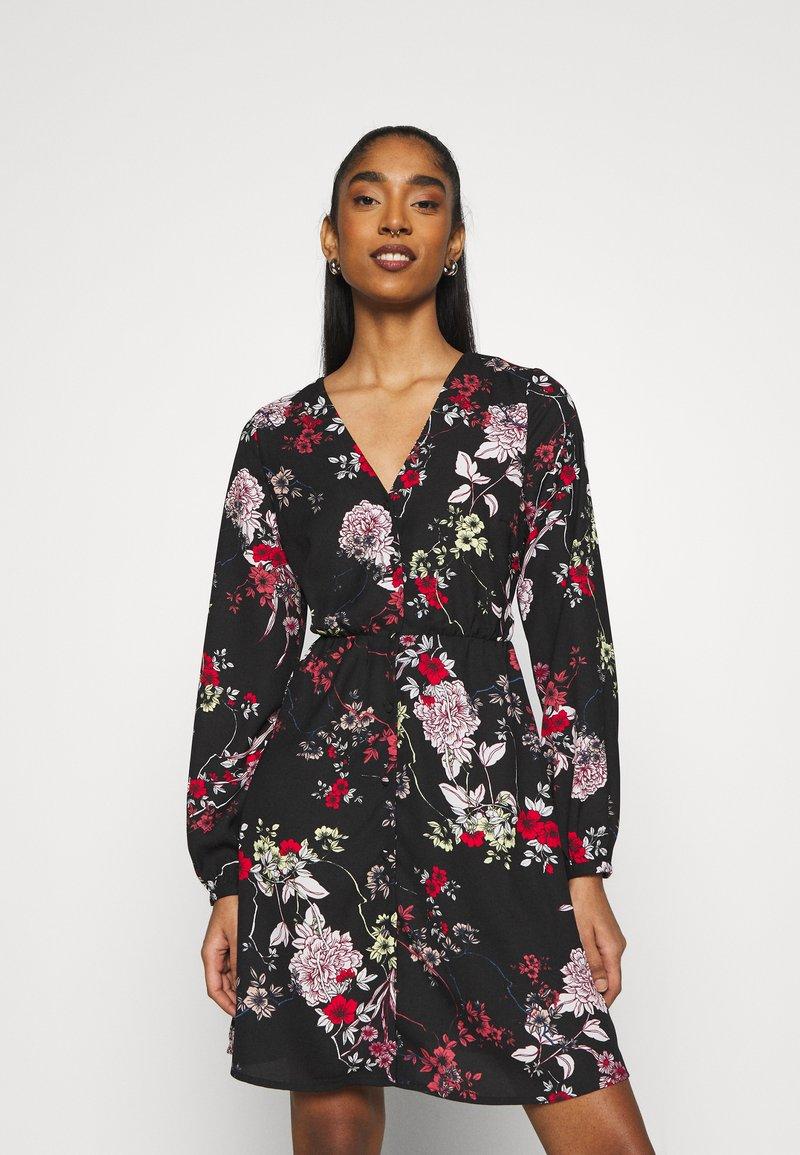 Vero Moda - VMKATINKA TIE DRESS - Denní šaty - black