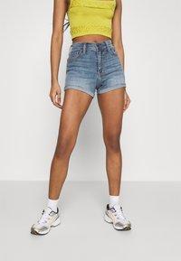 Hollister Co. - PAINTED DAISY - Shorts di jeans - blue denim - 0
