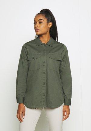 KELLY - Camisa - thrill green