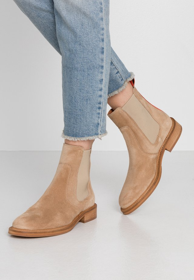Classic ankle boots - beige/coral