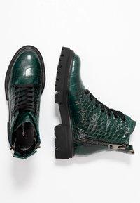 Kennel + Schmenger - BOBBY - Platform ankle boots - verde - 3
