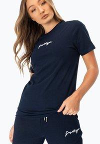Hype - Print T-shirt - navy - 0
