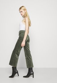 Monki - WENDY TROUSERS - Trousers - khaki green medium dusty solid - 3
